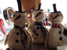 Happy prim snowmen
