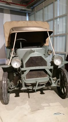 1917 Ford Model T pickup. This model was used as an ambulance during What a great find! Vintage Trucks, Old Trucks, Pickup Trucks, Army Vehicles, Ford Models, Ambulance, Fiat, Antique Cars, Automobile