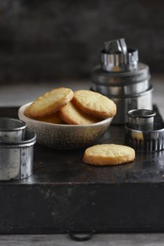 SARIE - Basiewse vanieljebroskoekies - FOTO Mickey Hoyle South African Dishes, South African Recipes, Ethnic Recipes, How To Make Cookies, Food To Make, Cookie Recipes, Dessert Recipes, Biscuit Cookies, Small Cake