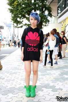 Fan in Harajuku w/ Shaved Blue Hairstyle & WC Sneakers Japanese Street Fashion, Tokyo Fashion, Harajuku Fashion, Korean Fashion, Fashion Outfits, Neko, Grunge Fashion Soft, Latest Fashion For Women, Womens Fashion