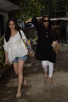 Mumbai: Amrita Singh and Sara Ali Khan seen at a salon - Social News XYZ Indian Western Dress, Western Dresses, Kurti Designs Party Wear, Kurta Designs, Pakistani Fashion Casual, Indian Fashion, Indian Designer Outfits, Indian Outfits, Casual Summer Outfits