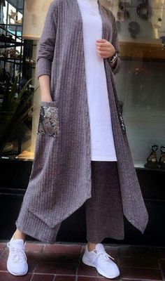 Iranian Women Fashion, Pakistani Fashion Casual, Muslim Fashion, Modest Fashion, Hijab Fashion, Fashion Outfits, Conservative Outfits, Hijab Trends, Sleeves Designs For Dresses