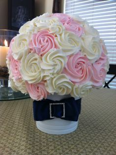 Wedding Bouquet Cupcake Bouquet - 60 Mini Cupcakes arranged on a Styrofoam Ball. Flavor was lemon cake with Lightly flavored strawberry icing. It was HEAVY! Wedding Cakes With Cupcakes, Yummy Cupcakes, Cupcake Cookies, Mini Cupcakes, Cupcake Bouqet, Cupcake Flower Pots, Cupcakes Design, Tolle Cupcakes, Cupcake Arrangements