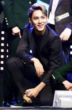 [HQ/FANTAKEN] 11/14/15 SEVENTEEN @ T-Board Healing Concert - oh magad he's gorgeous