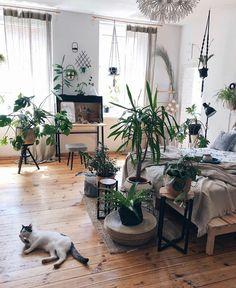 Bohemian Style Ideas For Bedroom Decor - Home Decoraiton Bohemian Bedroom Design, Boho Chic Bedroom, Bohemian Decor, Room Decor Bedroom, Bohemian Style, Bedroom Designs, Dark Bohemian, Bohemian Bedrooms, Bohemian House