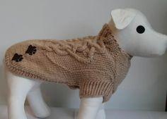 Ručne pleteny sveter s vzorom a s výšivkou labky