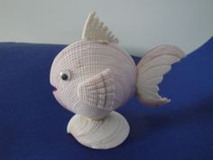 Sea Shell Fish Shell Figurine Philippines – Art Fun Studio - Touching and Emotional Image Sea Crafts, Nature Crafts, Diy Arts And Crafts, Crafts To Make, Seashell Ornaments, Seashell Art, Seashell Crafts, Snowman Ornaments, Shell Animals