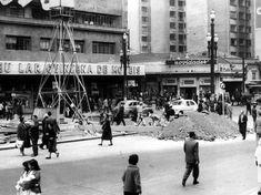 Acervo/Estadão - Obras daLightde envergadura na Praça Ramos de Azevedo, diante do Teatro Municipal em 1958