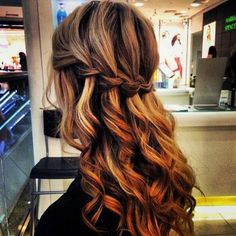 This is another amazing braid! When well created, it is impressive and catches the eyes of everyone! See our gallery and also check th...