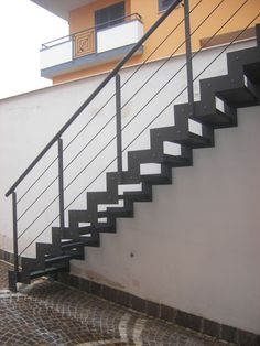 struttura scala esterna in ferro Staircase Design, Stairways, Living Spaces, Relax, House Design, Interior Design, Country, Outdoor, Vertigo