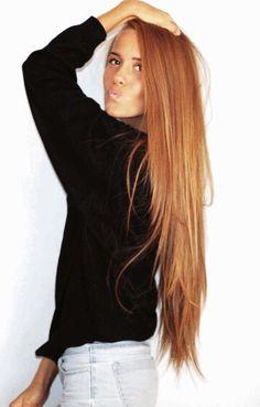 """Sorry Blondes and Brunettes: """"Ronze is 2015's hottest hue"""" Si piensas pintarte el cabello olvídate del rubio o castaño y considera el """"ronze"""", el tono que definitivamente marca la tendencia. Se trata de una combinación entre rojo y bronze que da como resultado un hermoso tono intermedio, que es mucho más llevadero que el rojo extremo y más moderno que el popular tono miel."""