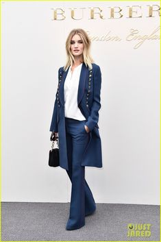 rosie huntington whiteley suki waterhouse more step out for burberry womenswear 37