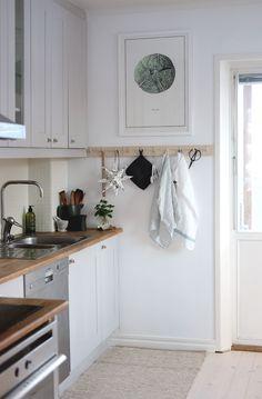 Kitchen renovation on a budget, Scandinavian decor, bistro kitchen, grey kitchen Budgetrenovering,. Bistro Kitchen, New Kitchen, Kitchen Grey, Life Kitchen, Kitchen Decor, Design Kitchen, Kitchen Ideas, 1970s Kitchen, Narrow Kitchen