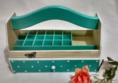 Cesta Porta Esmaltes | Jupi Artes | Elo7 Decorative Storage, Diy Storage, Decoupage Art, Diy Box, Painting On Wood, You Nailed It, Wood Crafts, Toy Chest, Stencils