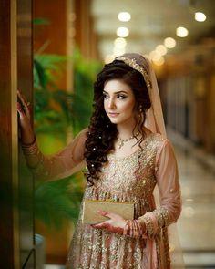 Mascara is very important thing in doing makeup . Mascara enhance the beauty our eyes lashes. Pakistani Bridal Makeup Hairstyles, Pakistani Wedding Outfits, Pakistani Wedding Dresses, Bridal Hairstyles, Bridal Outfits, Bridal Makeup Looks, Bridal Looks, Bridal Style, Walima Dress