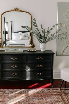 Bedroom Inspo, Home Bedroom, Parisian Bedroom Decor, Bedroom Ideas, Mirror In Bedroom, Parisian Chic Decor, Guy Bedroom, Black Bedroom Decor, Bedroom Shelves
