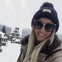 """F R U Z S I N A K I S S az Instagramon: """"Durván beköszöntött a hó! Mit szólsz ehhez a hírtelen jött télhez? ❄️ Fontos, hogy mostmár rétegesen öltözz fel, mert a divat mellett a…"""" Merida, Sunglasses Women, Instagram, Fashion, Moda, Fashion Styles, Fashion Illustrations"""