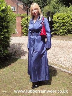 What's better than a sexy babe in her Rubber Rainwear enjoying the outdoors? Mackintosh Raincoat, Rubber Catsuit, Rubber Raincoats, Pvc Raincoat, Weather Wear, Outdoor Photos, Rain Wear, Preppy Style, Get Dressed