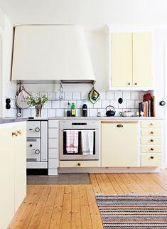 Renovate and relook kitchen shelves - HomeDBS Kitchen Flooring, Kitchen Countertops, Kitchen Furniture, Kitchen Cabinets, New Kitchen, Kitchen Dining, Kitchen Decor, Kitchen Trends, Kitchen Ideas