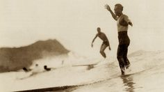 Duke Kahanamoku surfing in Waikiki / Oahu / Hawaii / Waikiki beach Surf Vintage, Vintage Surfing, Kelly Slater, Poster Surf, Surf Posters, Vintage Surfboards, Beach Pink, Surf News, Hawaii Honeymoon