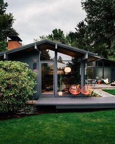 New House Design Exterior Modern Mid Century Ideas Exterior House Colors, Exterior Paint, Grey Exterior, Cottage Exterior, Exterior Siding, Black House Exterior, Exterior Remodel, Simple House Exterior Design, Craftsman Bungalow Exterior