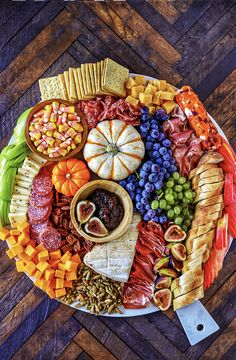 Harvest Charcuterie Board - Easy Fall Appetizer - No. 2 Pencil This easy to make Charcuterie Board is perfect for parties, and can be served as a fun dinner or as an easy fall appetizer for a bigger party. Colorful and packed with delicious meats, cheeses Halloween Appetizers For Adults, Halloween Finger Foods, Appetizers For Kids, Thanksgiving Appetizers, Halloween Food For Party, Appetizer Recipes, Halloween Dinner, Appetizer Ideas, Party Appetizers