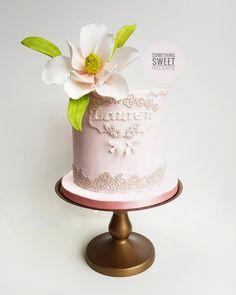 Magnolia sugar flower pink cake