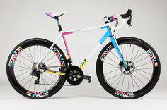 """De Firefly """"Mondriaan"""" is een kleurrijke verschijning – Racefietsblog.nl"""
