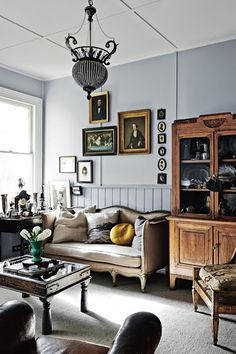 Sitting room | Vintage Cottage {Cool Chic Style Fashion}