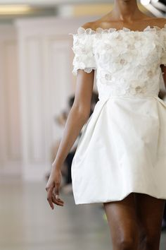 Fleurs. From the Oscar de la Renta Spring 2016 Bridal Collection.