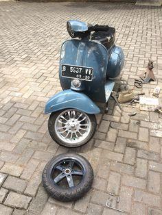 vespa vbc with front rim Motor Scooters, Vespa Scooters, Vespa 200, Vespa Sprint, Classic Vespa, Scooter Custom, Vespa Lambretta, Industrial Design, Cubs