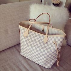 Super cheap, Louis Vuitton Neverfull GM White Shoulder Bags in any style you want.