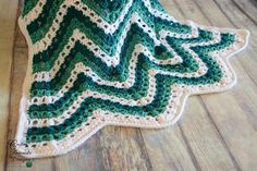 Sea Breeze Chevron Afghan | Free ripple crochet afghan pattern