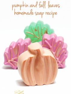 Easy Homemade Melt and Pour Pumpkin and Leaf Fall Soap Recipe // Make these easy fall soap recipes for homemade melt and pour leaf and pumpkin shaped soaps! Customize with your favorite scents & dress them up with mica!