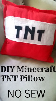 How to make your own diy Minecraft Pillows! This no sew tutorial is perfect for any age or experience level! Even if you can't sew! Minecraft Pillow, Minecraft Gifts, Minecraft Toys, Minecraft Decorations, Minecraft Bedroom, Minecraft Christmas, Minecraft Ideas, Minecraft Party, Deco Gamer