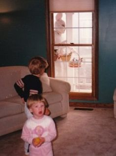 Hilarious Easter pictures from Awkward Family Photos. This is creepy!