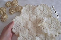 Crochet Doilies, Crochet Flowers, Curtains And Draperies, Crochet Flower Tutorial, Irish Crochet, Baby Knitting, Paper Flowers, Model, Food