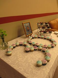 30th birthday party, shape the cupcakes of the age number