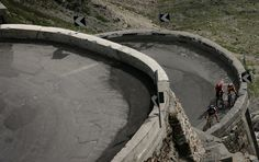 Hard Climb.  Passo di Stelvio (Italy)  Photo by EstudiFGH.net