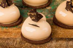 Valentine Caramel – Valerio Barralis Pâtisserie Plated Desserts, Tart, Cheesecake, Deserts, San Valentino, Birthday Cake, Favorite Recipes, Sweets, Cream