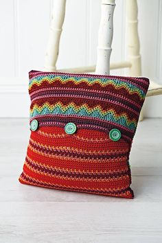 Ravelry: Geometric cushion pattern by Jane Crowfoot - pattern in magazine - can't find the pattern but should be easy to do from large pics of finished work Granny Square Crochet Pattern, Crochet Squares, Crochet Patterns, Crochet Ideas, Crochet Cushions, Crochet Pillow, Free Crochet, Knit Crochet, Geometric Cushions