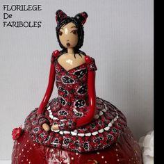 RESERVEE Figurine Décorative en pâte Polymère ,papier ,peintures et petites fleurs en tissu N°4 : Accessoires de maison par florilege