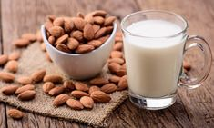 Almond drinks, also called almond milk, is prepared from crushed almond nuts and water and has a pleasant flavor and creamy texture simila. Make Almond Milk, Almond Milk Recipes, Homemade Almond Milk, Eat For Energy, Double Menton, High Protein Vegetarian Recipes, Valeur Nutritive, Raw Almonds, Crunches