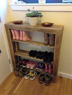 For the Home DIY Reclaimed Pallet Wood Schuhregal When you think of flowers you automatically think Shoe Rack With Shelf, Wood Shoe Rack, Diy Shoe Rack, Shoe Racks, Shoe Storage, Storage Ideas, Reclaimed Wood Furniture, Diy Pallet Furniture, Diy Pallet Projects