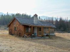 Dawndi Keim from Montana Mobile Cabins sent me a small cabin in a landscape photo that I thought fit the bill for this weekly feature. Tiny House Blog, Tiny House Cabin, Log Cabin Homes, Tiny Houses, House 2, Small Log Cabin, Little Cabin, Cozy Cabin, Old Cabins
