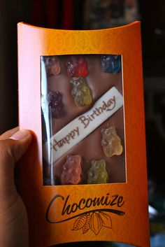 I just discovered this amazing website that allows you to customize your chocolate bar! You get to chose from white, milk, or dark chocolat. Fun Desserts, Dessert Recipes, Cookie Dough Fudge, Mac And Cheese, Chocolate Bars, Good Things, Mugs, Birthday, Sweet