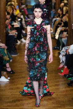 Erdem Fall 2019 Ready-to-Wear Collection - Vogue Fashion Week, Fashion Show, Womens Fashion, Ladies Fashion, Couture Fashion, Winter Fashion, Fashion Design, Fashion Trends, Vogue Paris
