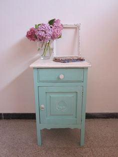 Mesa de luz estilo campo. Blue Painted Furniture, Chalk Paint Furniture, Vintage Furniture, Muebles Home, Shabby Chic Storage, Deco Design, Furniture Restoration, Furniture Inspiration, Furniture Making