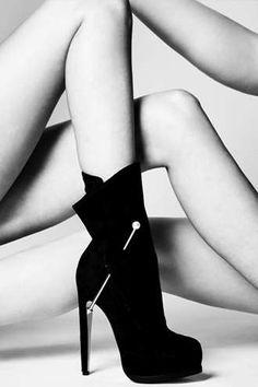 Piercing Sculptural Stilettos - Designer Richard Braqo is Set to Release a Line of Seductive Shoes (GALLERY)