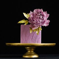 Beautiful top tier of a cake by Lina Veber